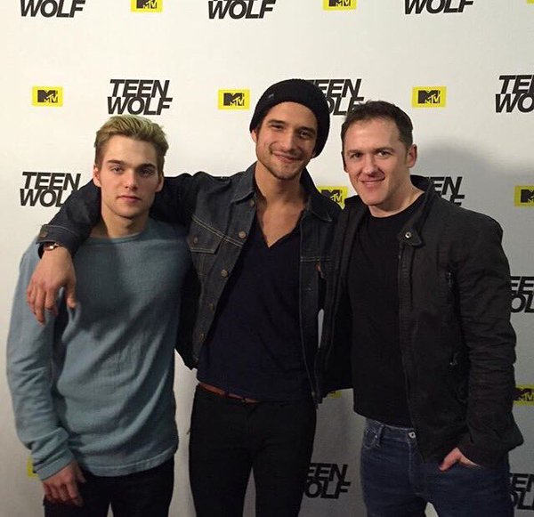 Teen wolf red eyes marathon sneak peeks and fandom love bgeeky blog mtv and teen wolf came together to throw their very first red eye marathon in three cities new york city chicago and los angeles m4hsunfo