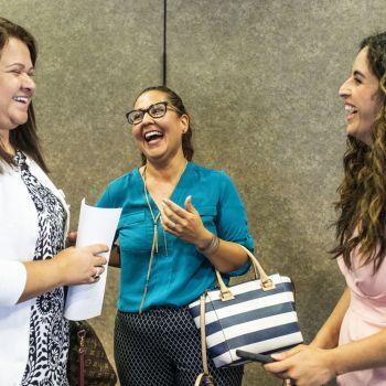 Leyda Becker talks with Warren County immigrants
