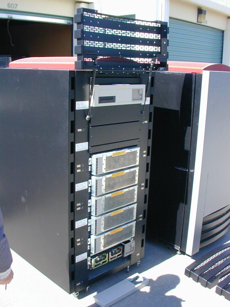 Cray_storage-cabinet-front2-noskin-800x10671