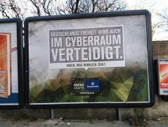 """Cyber und Informations-Raum (CIR) Die Aktivitäten sollen im Bereich """"Cyber/IT"""" gebündelt und die """"Digitalen Kräfte"""" mit einem Etat von einer Milliarde Euro aufgestockt werden. Wo es um das Führen des Cyberwar geht, wird nicht nur die Verteidigung ausgebaut, sondern müssen auch die digitale oder vernetzte Kriegsführung und die Kapazitäten für Cyberangriffe ausgebaut werden. Die Bundeswehr sucht nun 1500 IT-Experten, also 800 """"IT-Soldaten"""" und 700 militärische oder zivile IT-Administratoren, zudem gibt es Plätze in IT-Studiengängen. https://www.heise.de/tp/features/Personalstaerke-der-Bundeswehr-schrumpft-3191928.html"""