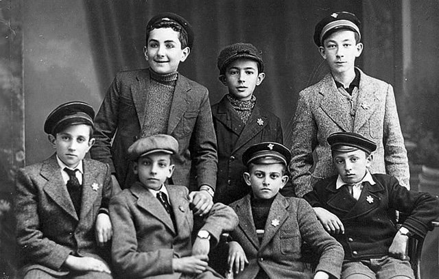 Jewish boys wearing Magen David buttons, Samokov, Bulgaria, February 1943 (Beth Hatfutsot, the Oster Visual Documentation Center, courtesy of Fanny Raytan, Israel)
