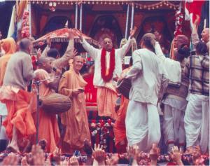 O grande Festival de Ratha- yatra e a procissão de sankirtana