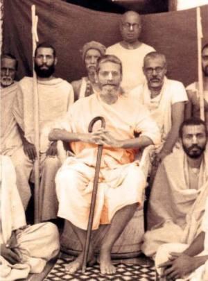 Recebi especial misericórdia de Bhagavan tendo a oportunidade de acompanhar nosso Gurudeva em muitos grandes programas, onde Ele palestrava, mantendo-me sempre ao seu lado