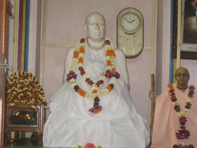 Samadhi de Srila Bhaktivinoda Thakura no Svananda Sukhada Kunja
