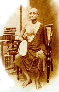 Seu filho querido, Srila Bhaktisiddhanta Sarasvati Thakura