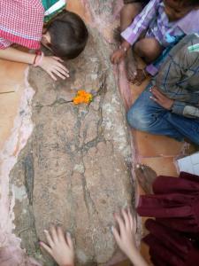 Pegadas de Krsna e Balarama em Carana-Pahadi