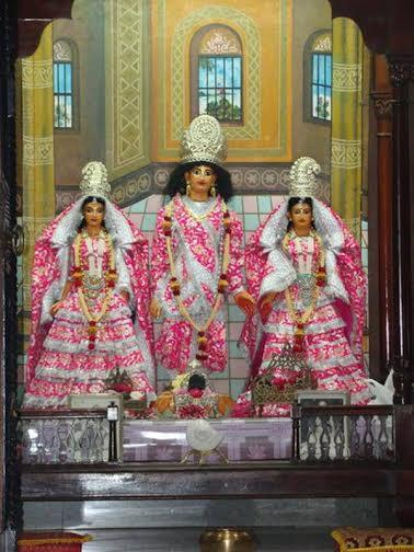 Deidades de Sri Caitanya Mahaprabhu, Laxsmi devi, e Visnupriya devi