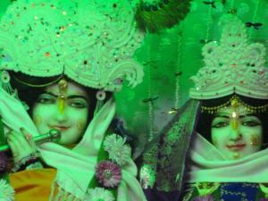 As doces Deidades de Sri Radha Krsna, em Navadvipa