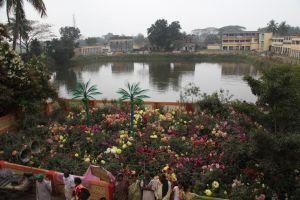 Gaura- kunda, local onde Sri Caitanya Mahaprabhu costuma banhar-se