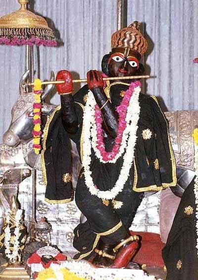 A original deidade de Sri Govindaji manifestada para Rupa Gosvami, encontrada agora em Jaipur