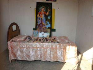 O quarto onde Srimati Radhika dormia sozinha, no terraço da casa