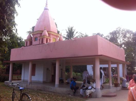 Darsan de Advaita Bhavan, a casa de Advaita Acarya, em Navadvipa Parikrama 2015
