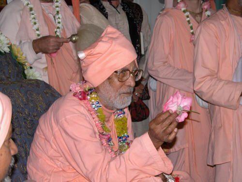 """""""O coração e o tema do amor é que, quem ama, sempre será muito cuidadoso com os desejos do seu amado. Ele não irá impor seus desejos sobre seu amado, mas ao invés disso, observará minuciosamente o que sua adorável deidade deseja. Isso é o que deve ser visto e compreendido. Então, minha pergunta a Bharata é: """"Você tenta compreender o que Rama quer, ou você se torna controlado por seus próprios desejos? Você pensa: 'Se eu for mal sucedido em trazer Rama de volta, então todos os cidadãos me criticarão. Talvez eu esteja fazendo isso por minha própria reputação.' Apenas pensar no que satisfaz Rama, isso é o princípio do amor verdadeiro."""""""