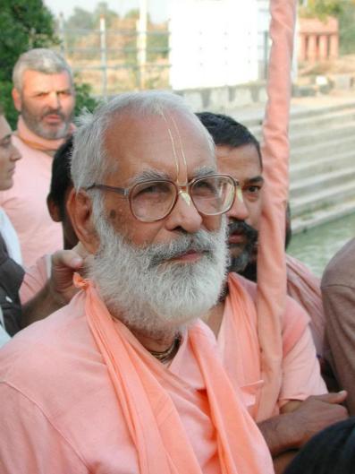Nossa meta não é Krsna. Amor por Krsna e serviço a Krsna é nosso objetivo. Se não se tem amor aos pés de lótus do Senhor Sri Krsna, não se pode servi-lO.
