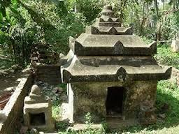 Samadhi de Sarvabhauma and Gangamata Gosvamini, em Jagannatha Puri.