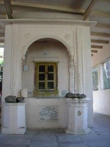 Samadhi de Lokanatha Gosvami em Vrindavana.