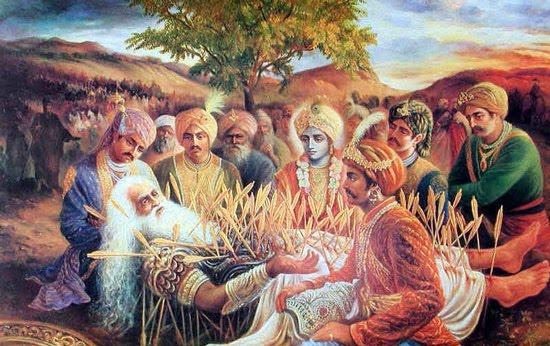Quando eles chegaram, todos os Pandavas sentaram-se aos seus pés para que pudessem ver seu rosto. Sentado de frente, Krsna tocou Bhismadeva, e toda sua dor imediatamente desapareceu. Bhisma, então, ofereceu pranamas a Krsna com seus olhos.