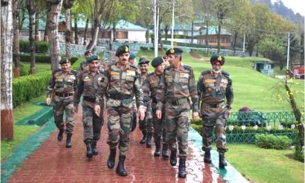 General Dalbir Singh, #COAS and Lt Gen DS Hooda, Northern Army Commander, Visited Srinagar Based Chinar Corps and Formation Commanders at Kupwara, J&K