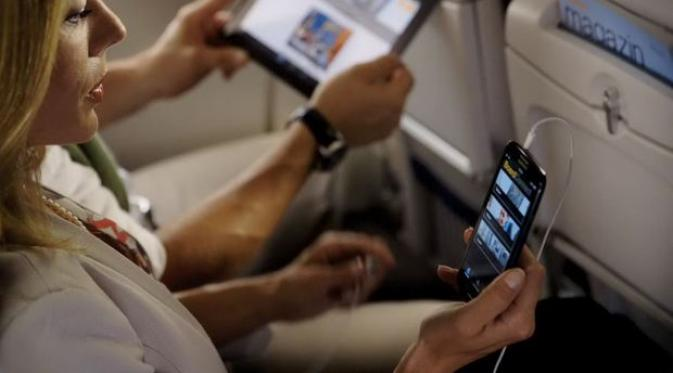 ponsel di dalam pesawat