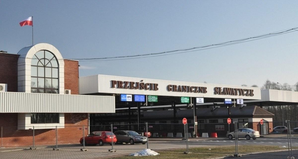 Utrudnienia w ruchu na drogowym przejściu granicznym w Sławatyczach