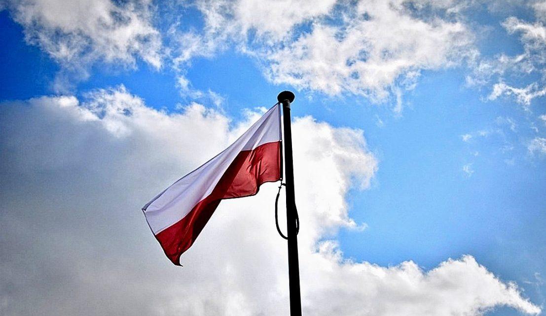 Niech się święci... zasady eksponowania flagi państwowej