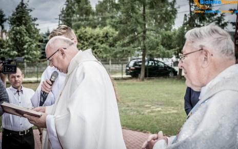 Odsłonięcie pamiątkowej tablicy poświęconej księdzu prałatowi Mieczysławowi Lipniackiemu