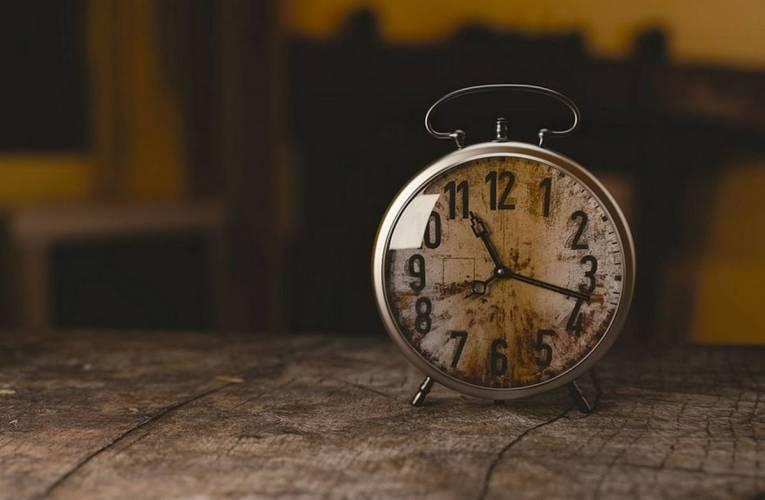 W weekend śpimy dłużej – zmiana czasu z letniego na zimowy