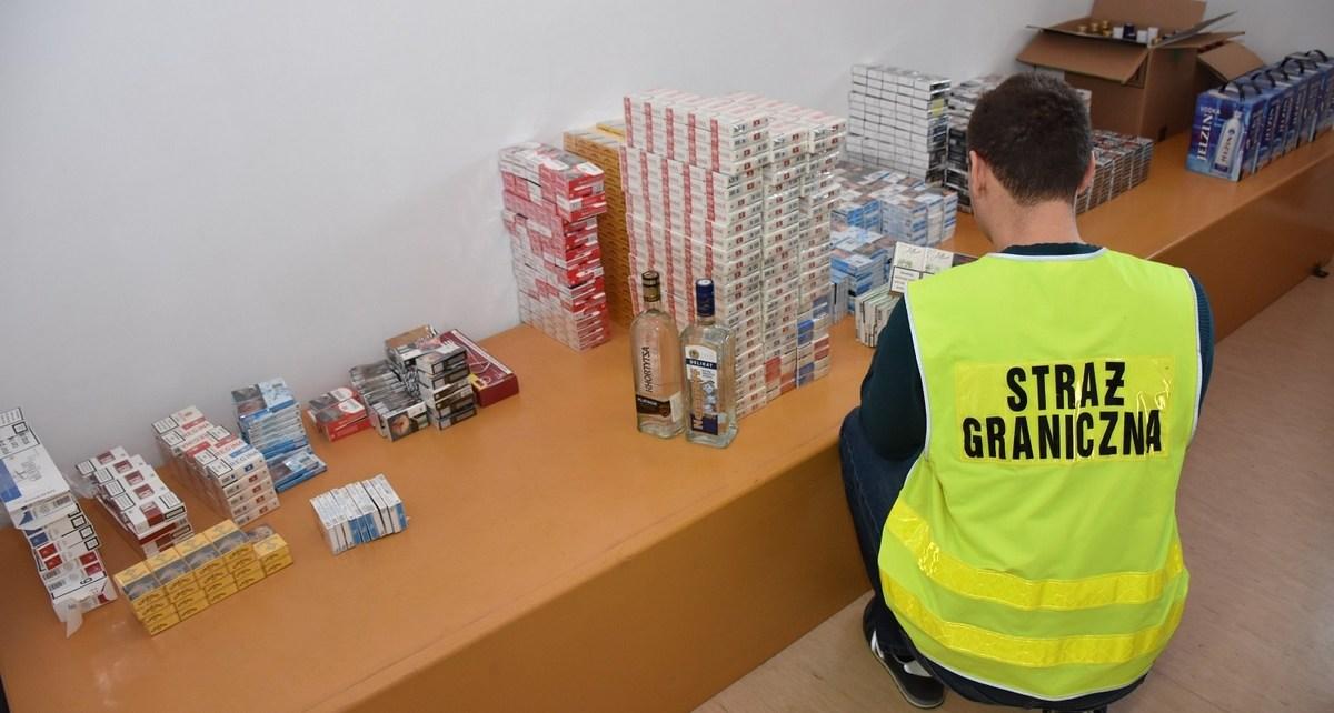 Straż Graniczna w wyniku kontroli auta i posesji, ujawniła 250 kartonów nielegalnych papierosów
