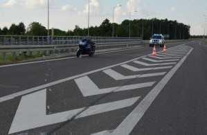 Podczas zjazdu z wiaduktu na DK-19 wpadł w poślizg i uderzył w barierkę