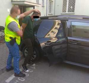 Nie mogąc sprzedać skradzionego auta odstawili je z powrotem