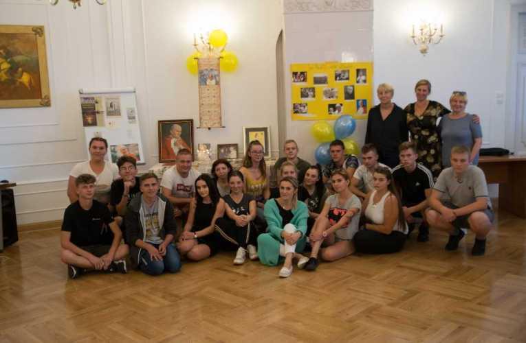 """Zakończył się projekt """"Obdarowani wolnością"""" realizowany w ECKiW OHP w Roskoszy"""