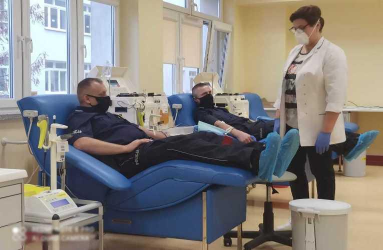 Pokonali koronawirusa – oddali osocze i krew