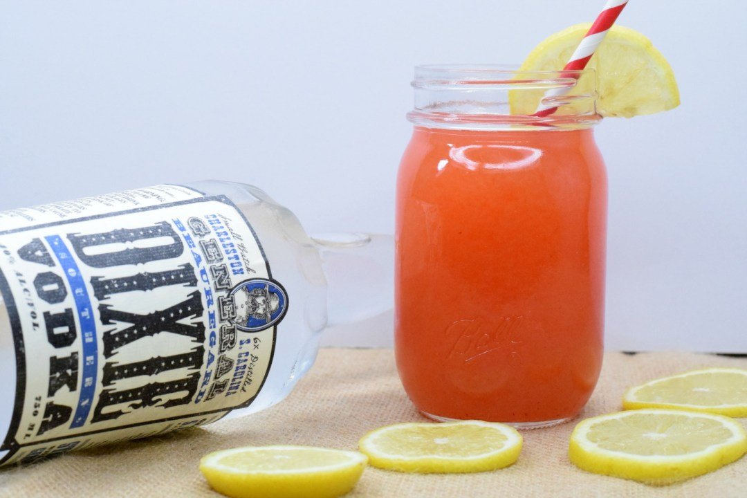 strawberry-lemonade-vodka-cocktail-4