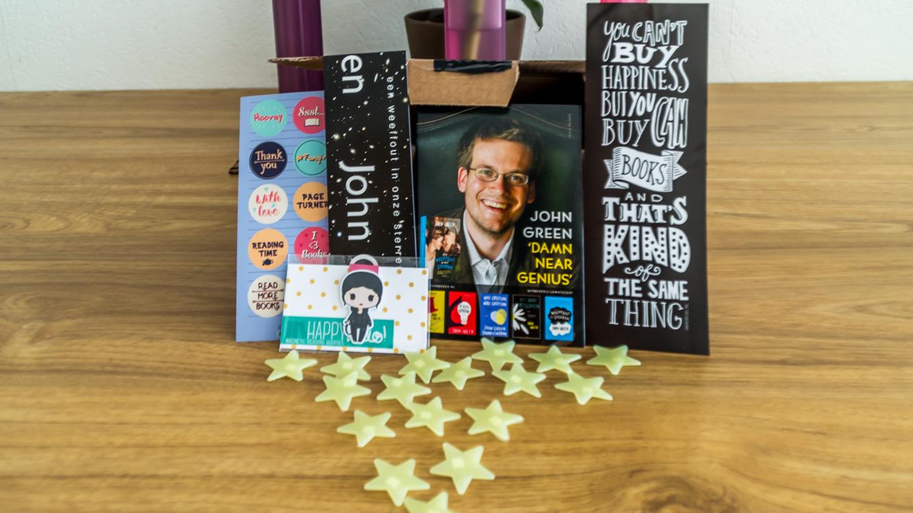 Er zat nog een hele verzameling aan leuke spullen in zoals sterren, magnetische boekenlegger en stickers.
