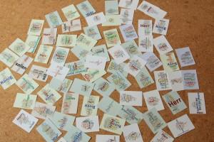 Kartenset, verteilt am Boden, zur Arbeit in Kleingruppen