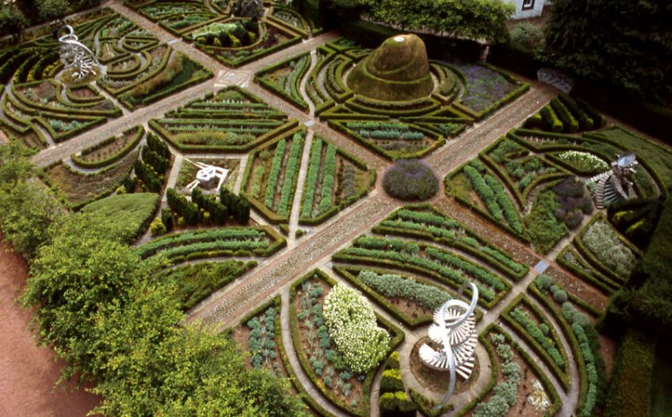 Taman cantik The Garden of Cosmic Speculation