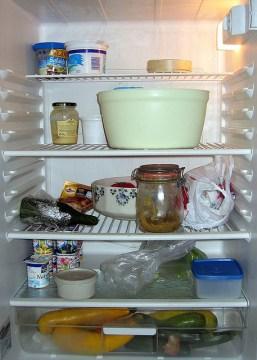 contre les odeurs dans votre frigo, utilisez du bicarbonate de soude
