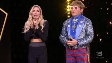 Elton John eliminato da Star in the Star: ecco chi c'era sotto la maschera
