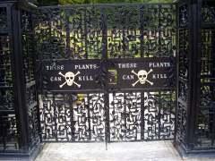 Alnwick-Poison-Garden-gatesw