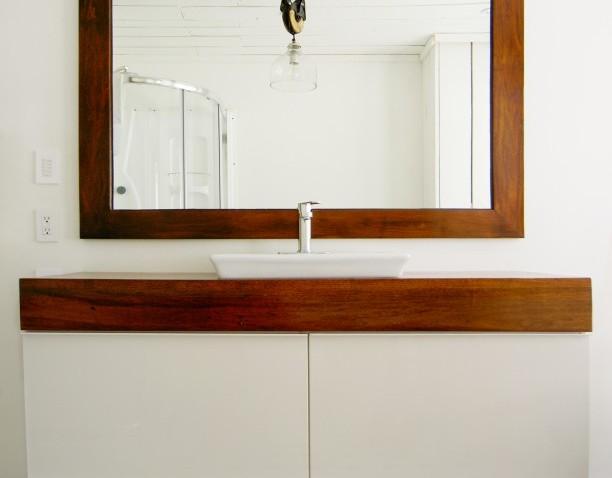 un meuble de salle de bain unique avec