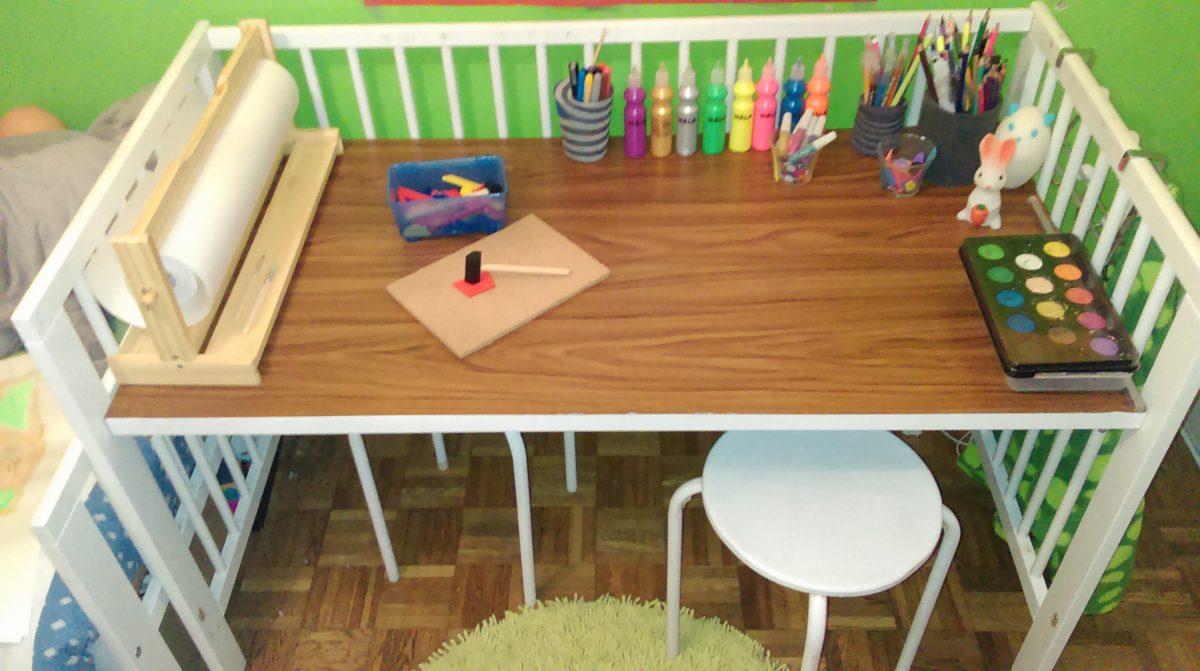 un lit bebe qui devient un bureau d enfant