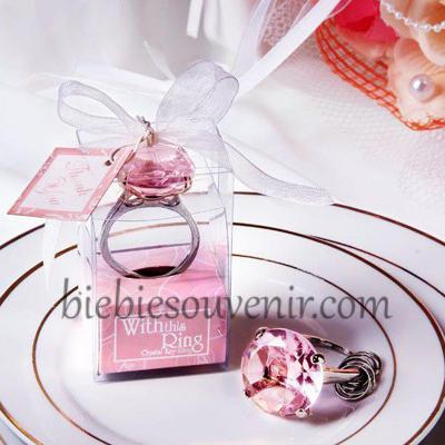 Souvenir pernikahan gantungan kunci cincin pink ring keychain