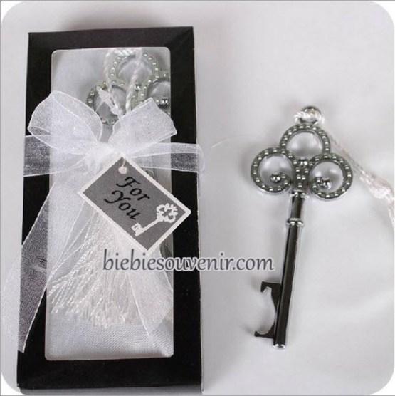 souvenir pernikahan unik victorian key opener