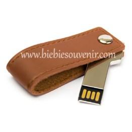 Souvenir USB Kunci Kulit Putar