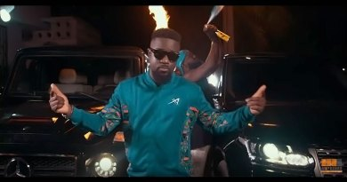 Sarkodie ft Prince Bright Buk Bak Oofeetsɔ Video directed by The Boldz produced by MOG Beatz