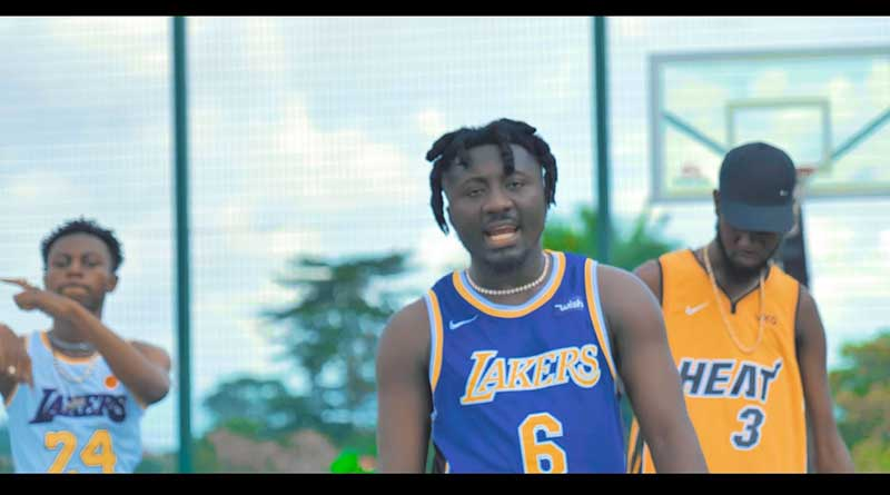 Amerado featuring Kweku Flick and Ypee performs Sika Besu Music Video.