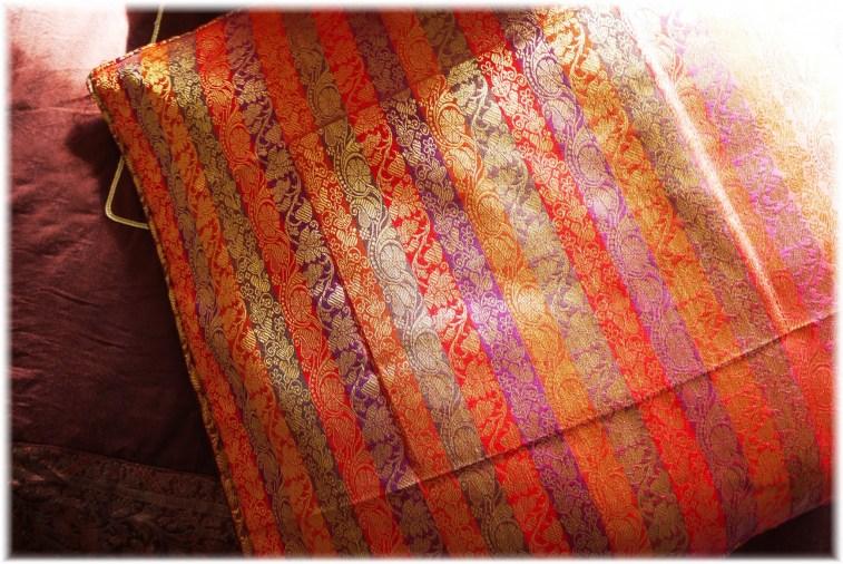 Kissenhuelle:indischer Brokat