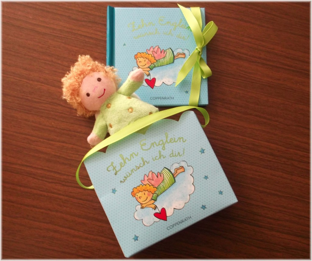 Geschenktäschchen mit Buch und Schutzengelpuppe