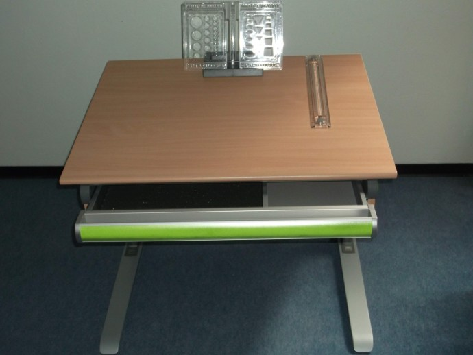 Schreibtisch vorne