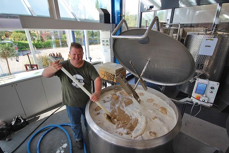 Brouwen tripel 'staal' bij De Noord-Hollandse Bierbrouwerij in Uitgeest